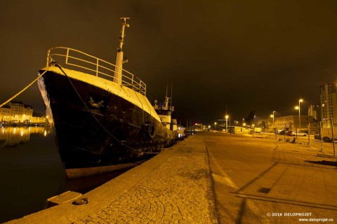 Walk through the city of Cherbourg in the night