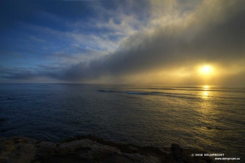 Sunset in the fog at sunset cliffs National Park, San Diego