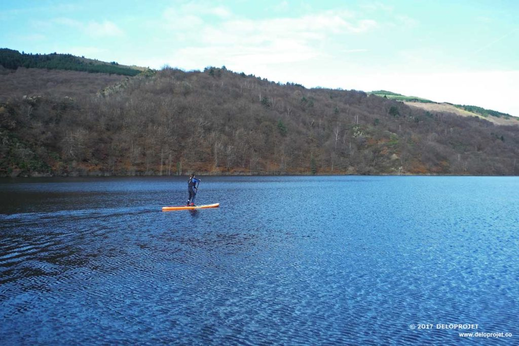 deloprojet stand up paddle on the lac de villefort in winter. Black Bedroom Furniture Sets. Home Design Ideas