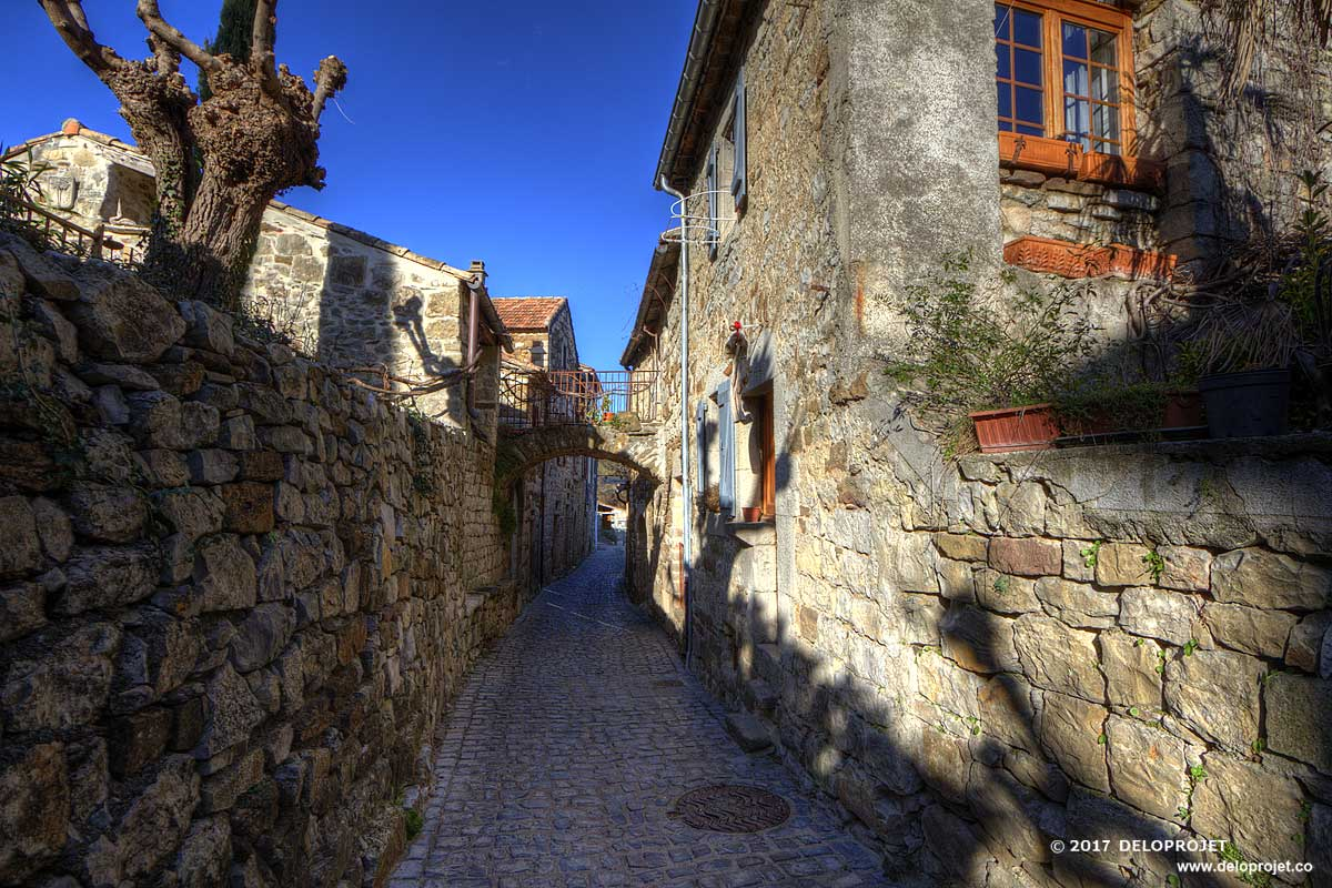 Naves les Vans photography of a village in Ardeche